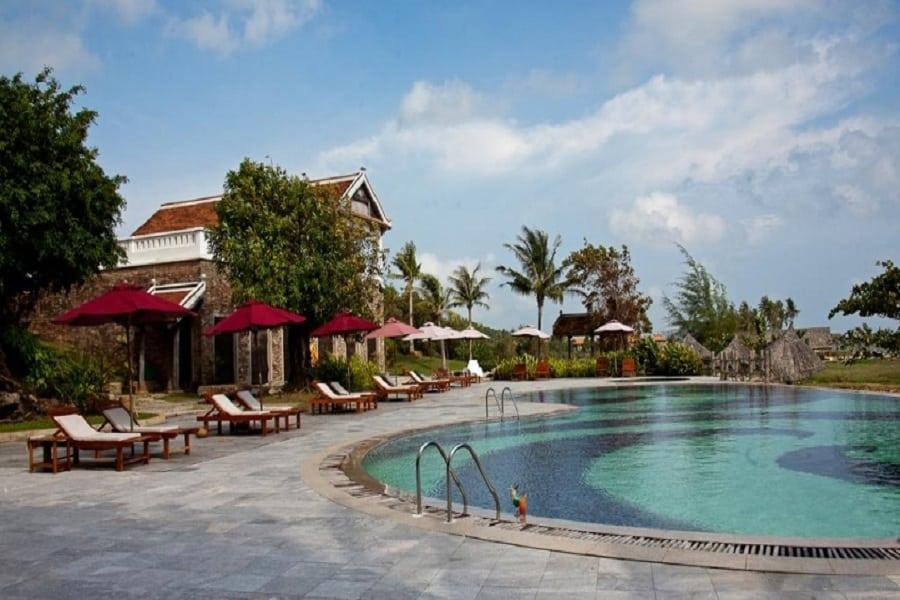Toàn cảnh bể bơi tại khu nghỉ dưỡng Long Beach Phú Quốc