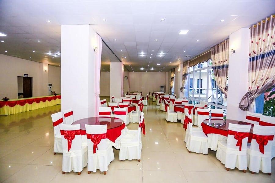 Không gian nhà ăn của khách sạn Hà An