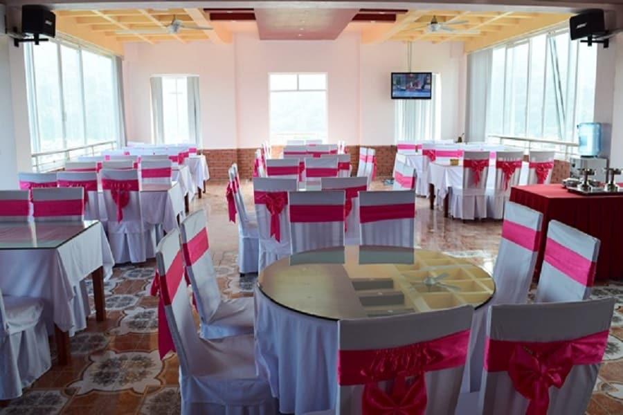 Phòng ăn tại khách sạn Cao Nguyên Hà Giang