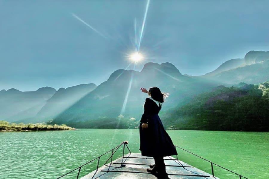 Sông Nho Quế xanh biếc một mầu