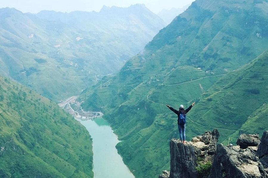 Sông Nho Quế khi đứng nhìn từ trên đỉnh Mã Pí Lèng xuống