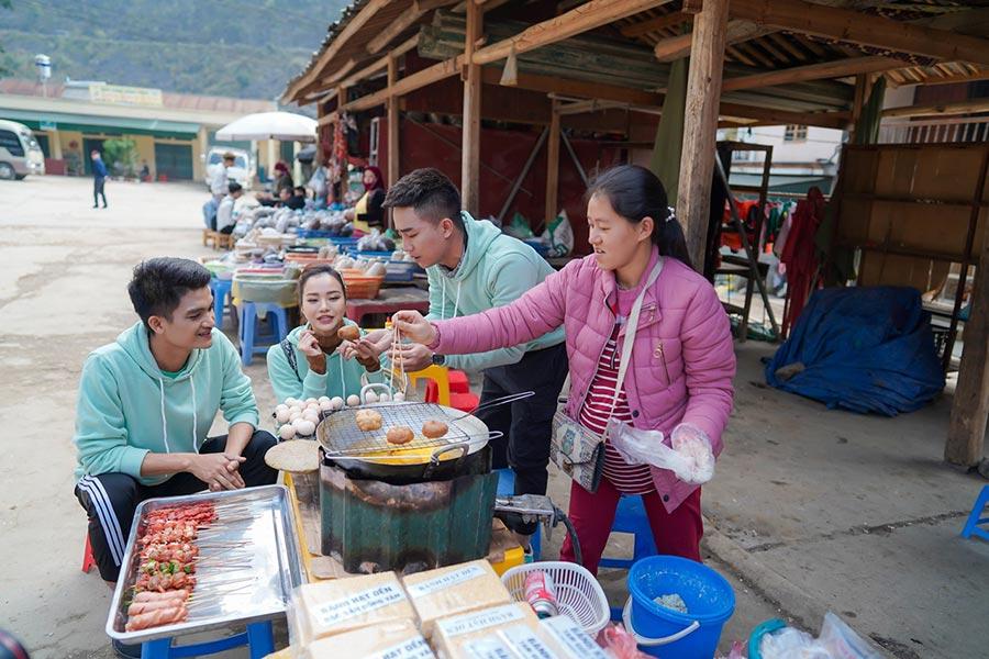 Bạn có thể thưởng thức bánh tam giác mạch tại các chợ Hà Giang