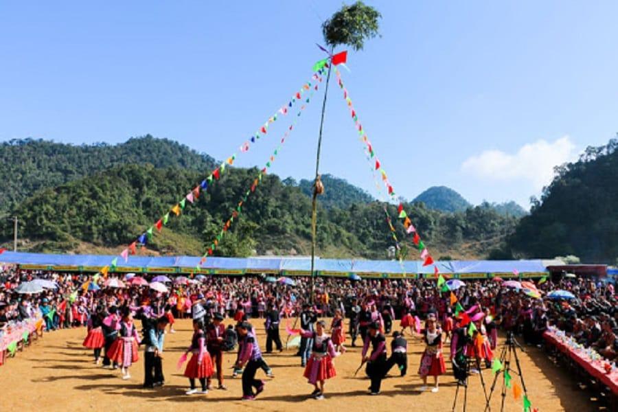 Cây nêu - biểu tượng linh thiêng trong lễ hội Gầu tào