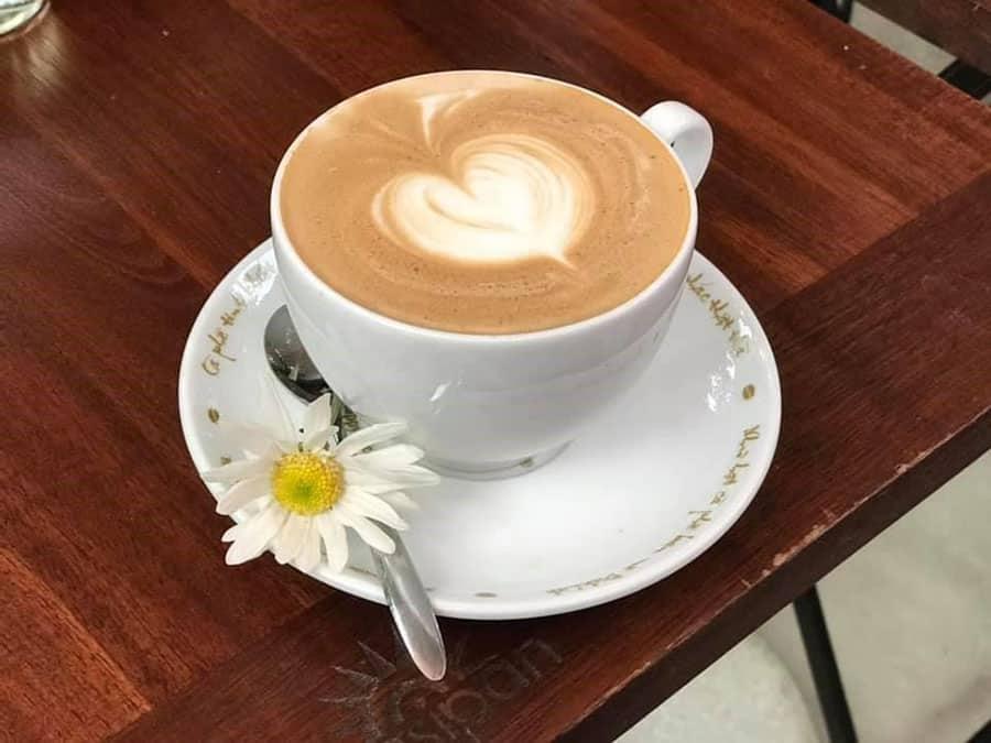 Đồ uống tại Cappuccino Coffee Hà Giang ngon, trang trí đẹp mắt