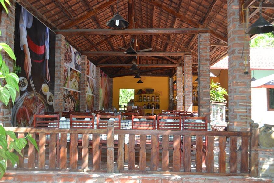 Nhà hàng Ngói Đỏ