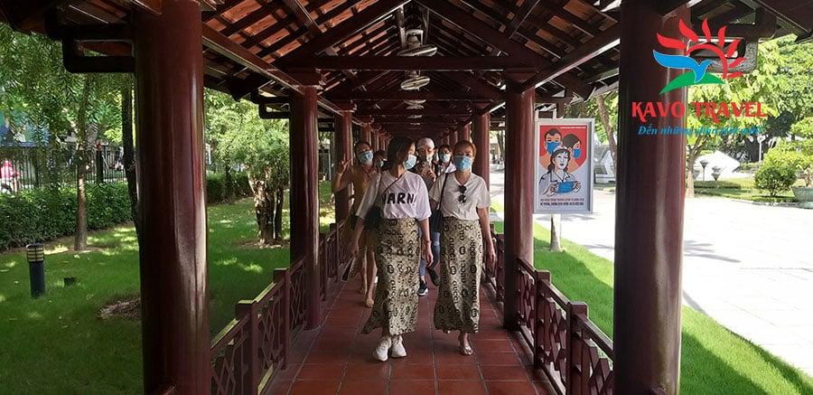 Khám phá thành phố Hà Nội là tour du lịch đáng nhớ đối với các thành viên trong công ty Hương Thảo Natural