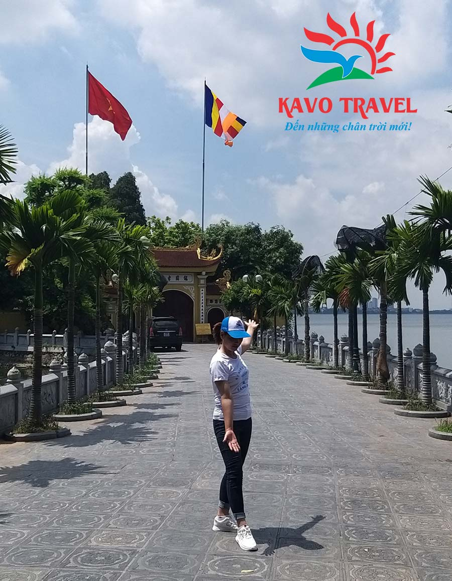 Du khách thích thú check-in tại các điểm du lịch