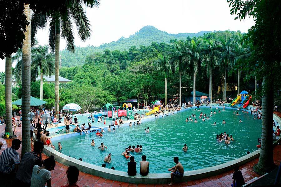 Du khách nên lưu ý khi vui chơi tại bể bơi