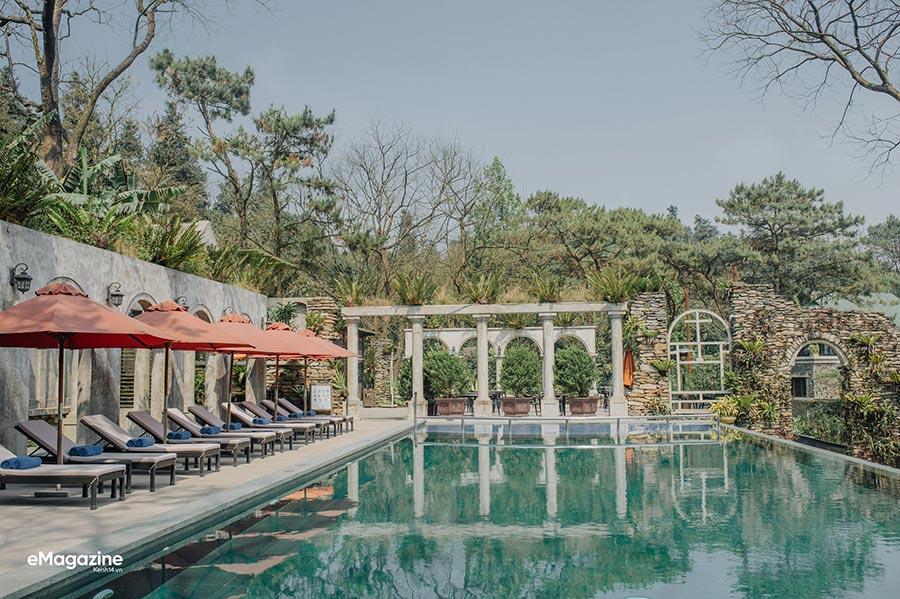 Bể bơi - không gian thư giãn được nhiều du khách thích thú