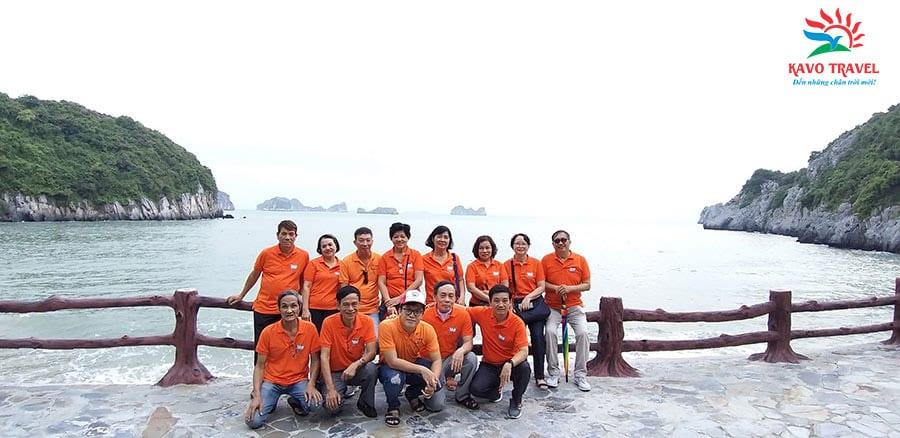 Đoàn Cựu học sinh lớp 10B THPT Ngô Quyền du lịch Cát Bà