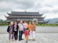 Gia đình chị Khánh tham quan chùa Tam Chúc – Tràng An