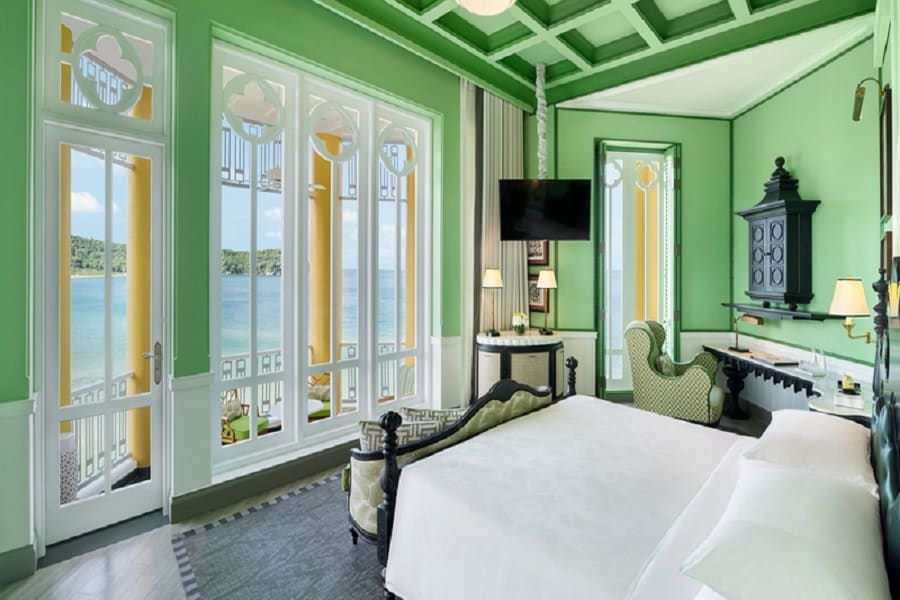 Deluxe Emerald bay Front