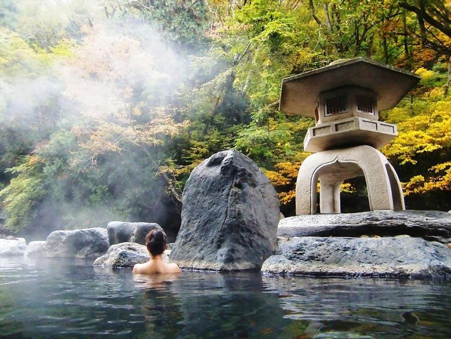 Tắm suối khoáng nóng - trải nghiệm bạn nên thử khi du lịch Ba Vì