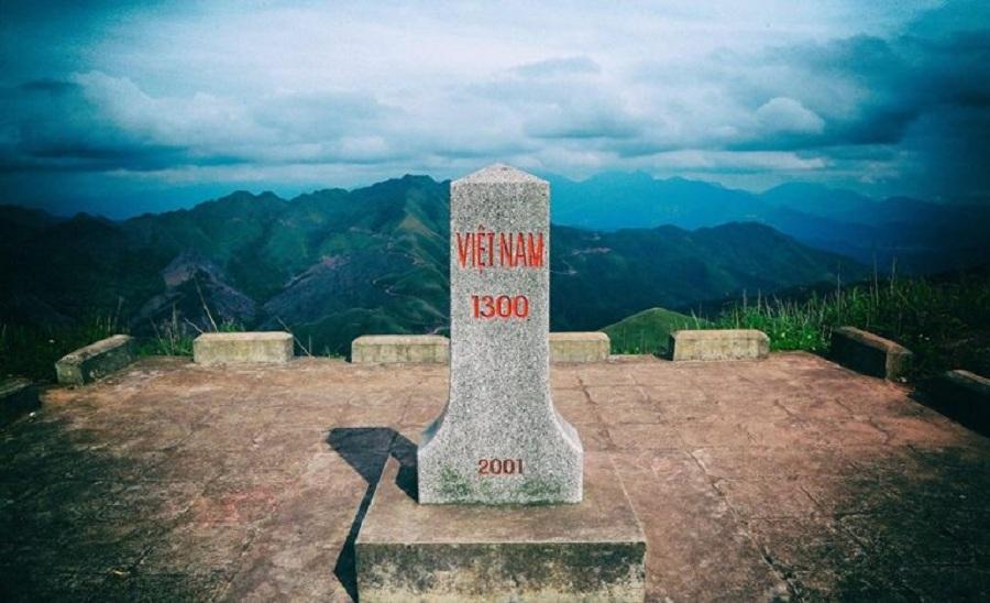Cột mốc 1200 tại Bình Liêu