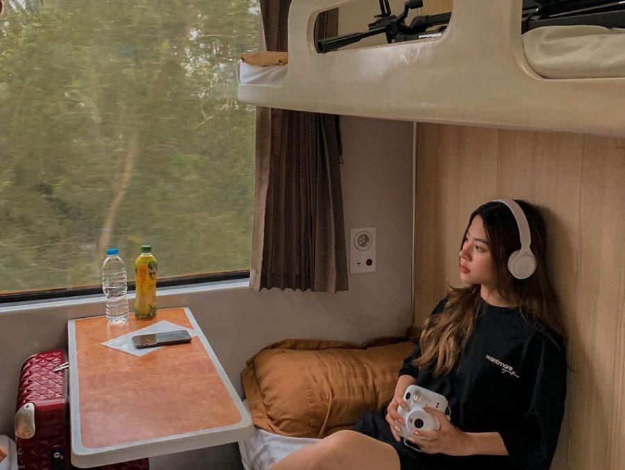 Tàu hỏa là phương tiện được nhiều bạn trẻ lựa chọn