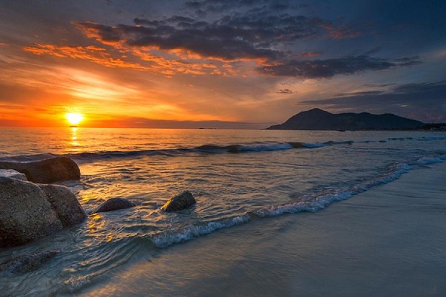 Bãi biển Vàn Chày - Bãi tắm đẹp nhất Cô Tô