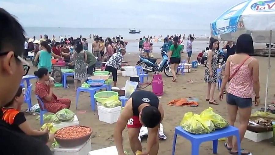 Chợ hải sản biển Hải Tiến