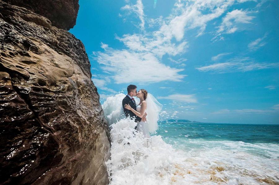 Chụp ảnh cưới trên biển