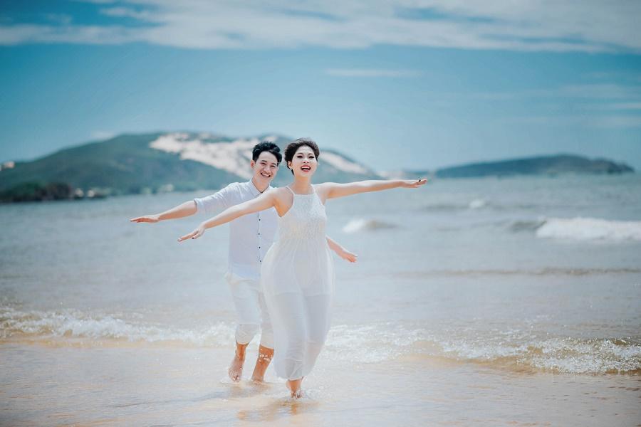 Chụp ảnh cưới ở bãi biển