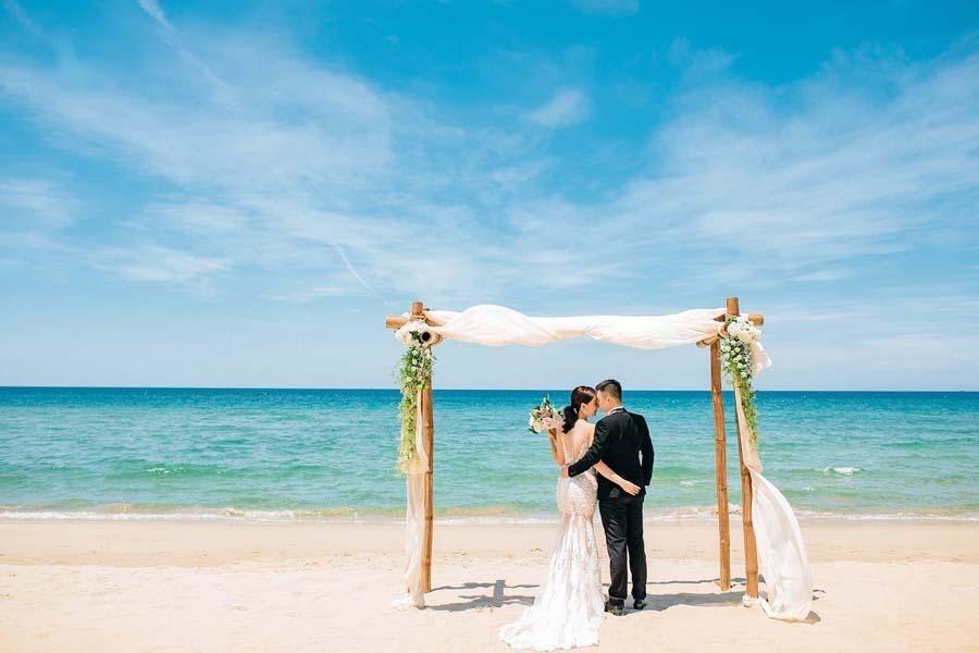 Chụp ảnh cưới ở bãi biển Vàn Chảy