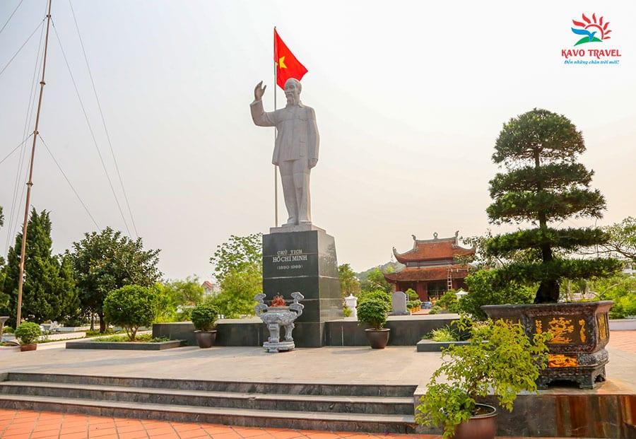 Đài tưởng niệm Bác Hồ