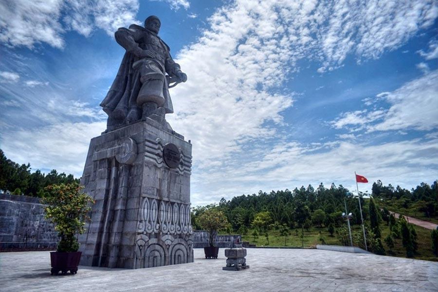 Đèn thờ Vua Quang Trung - địa chỉ tâm linh của người dân địa phương