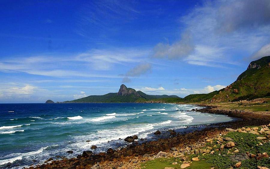 Đảo Cái Chiên có bãi biển đẹp, nước trong xanh