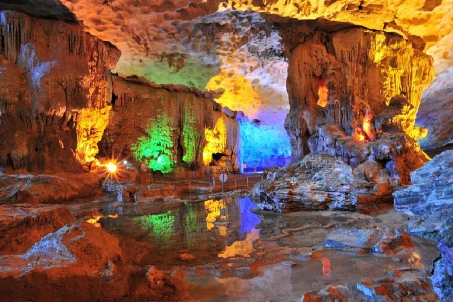 Hang Sửng Sốt - một trong những hang động đẹp nhất Vịnh Hạ Long