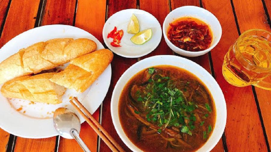 Đặc sản lươn đồng Nghệ An tại Cửa Lò.