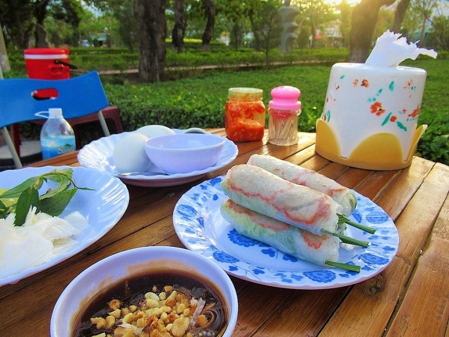 Khu ẩm thực Phạm Văn Đồng với rất nhiều món ngon