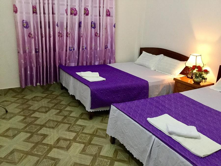 Nhà nghỉ Huy Hùng