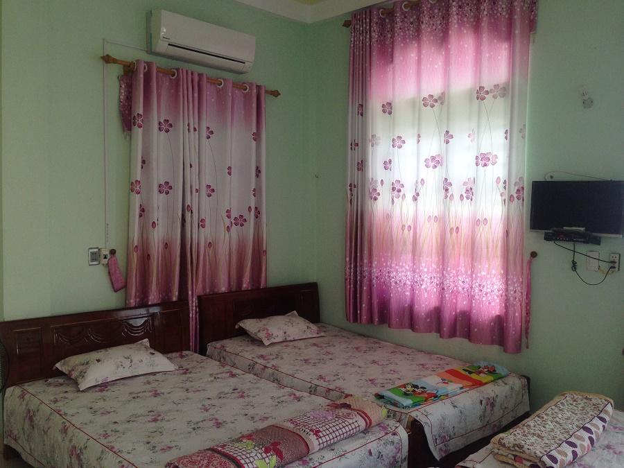 Phòng của nhà nghỉ Mai Lan Cô Tô