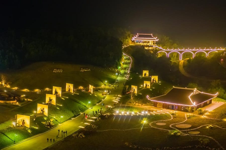 Toàn cảnh Tây Yên Tử về đêm