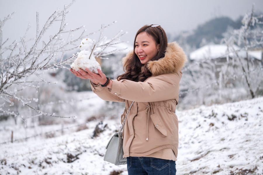 Chụp ảnh với tuyết vào buổi sáng sớm tránh mặt trời lên cao làm tuyết tan