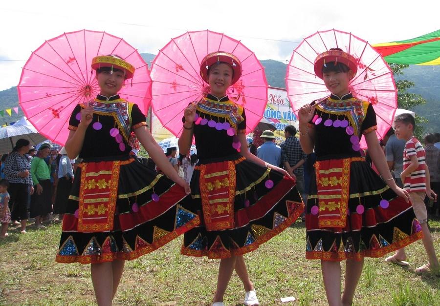 Vui chơi chợ Đồng Văn