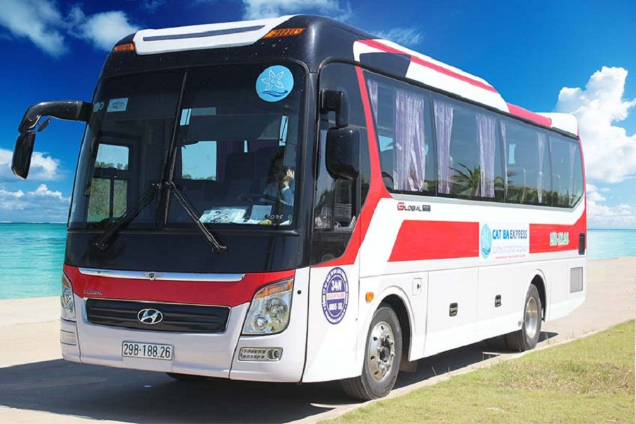 Xe ô tô đi từ Hà Nội đến Cát Bà.