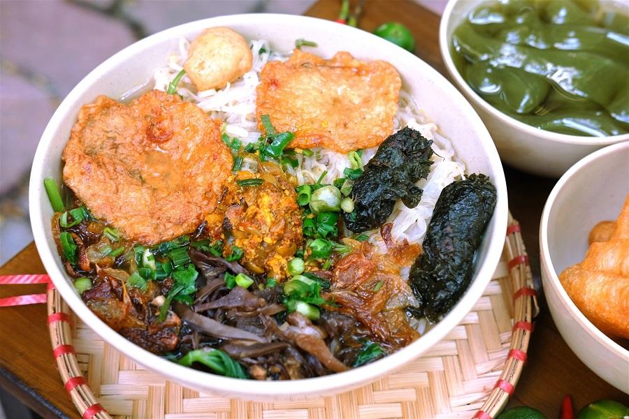 Thưởng thức ẩm thực Đồ Sơn với món bánh đa cua nổi tiếng gần xa