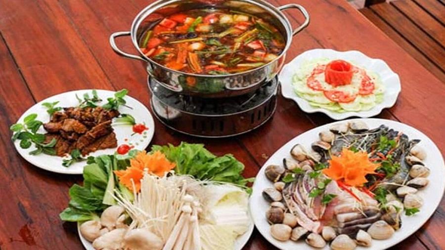 Lẩu cua đồng là món ăn được nhiều du khách thưởng thức tại Đồ Sơn