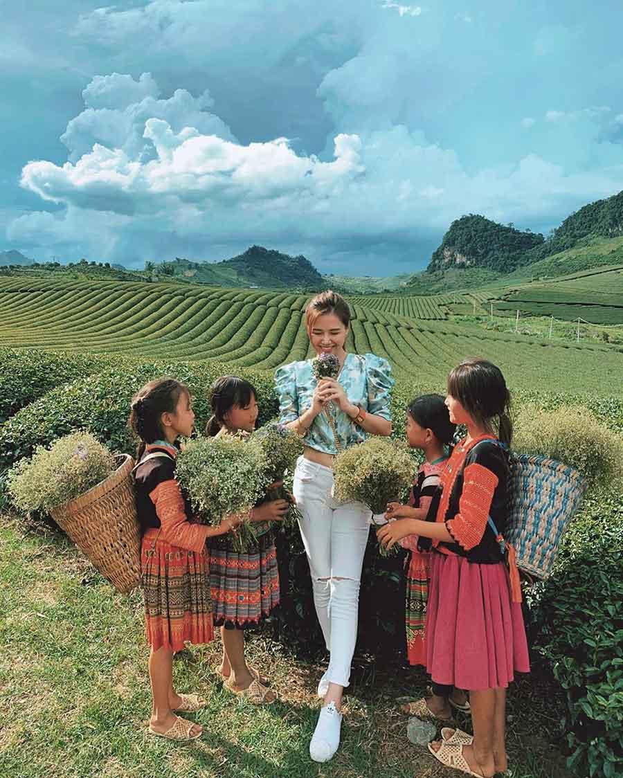 Đồi chè Mộc Châu là địa điểm check in tuyệt vời mà du khách không thể bỏ lỡ