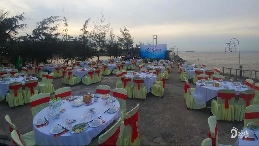 Một Gala dinner bên bãi biển do nhà hàng ở Hòn Dấu Resort tổ chức.