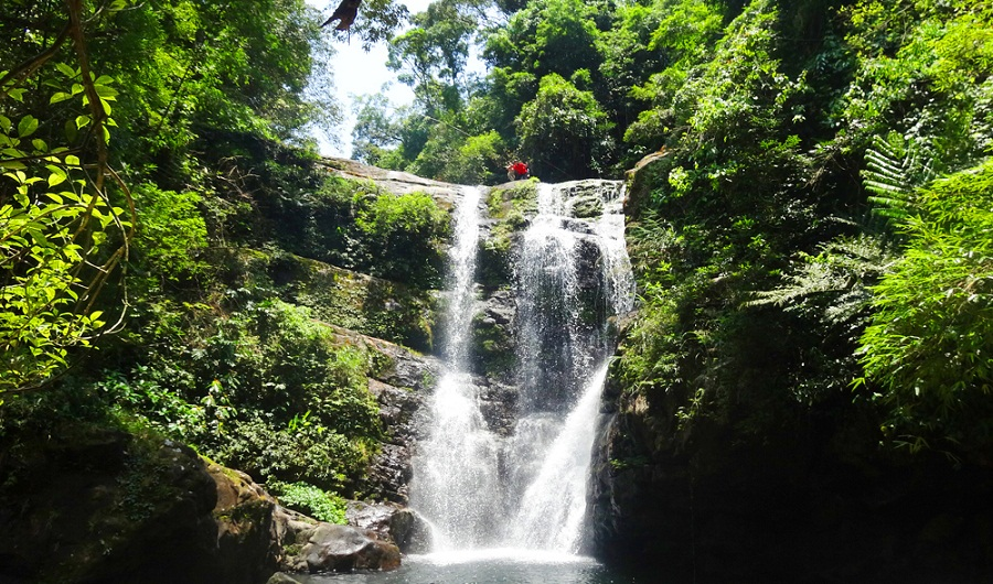 Vẻ đẹp hoang sơ của thác Khe Tiền ở Bình Liêu