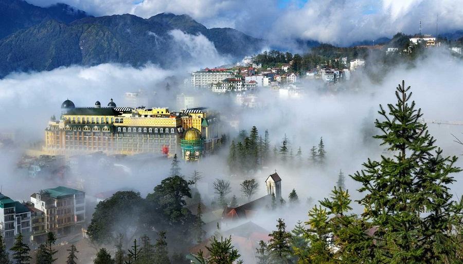 Thành phố Sa Pa mờ sương