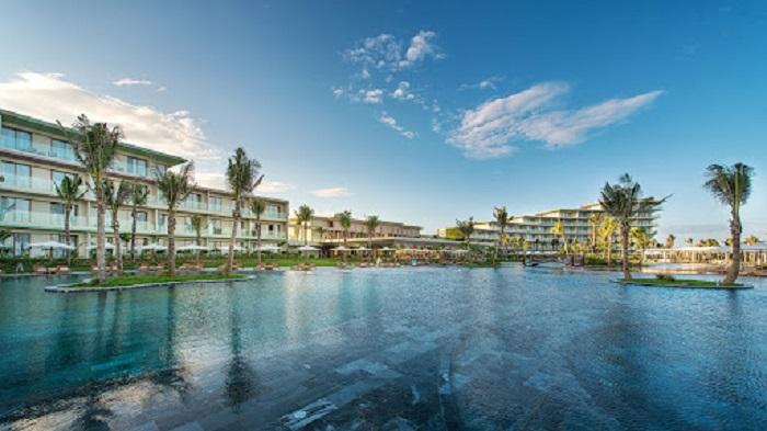 Hồ bơi tại khu nghỉ dưỡng cao cấp FLC Đồ Sơn Beach&Golf Resort