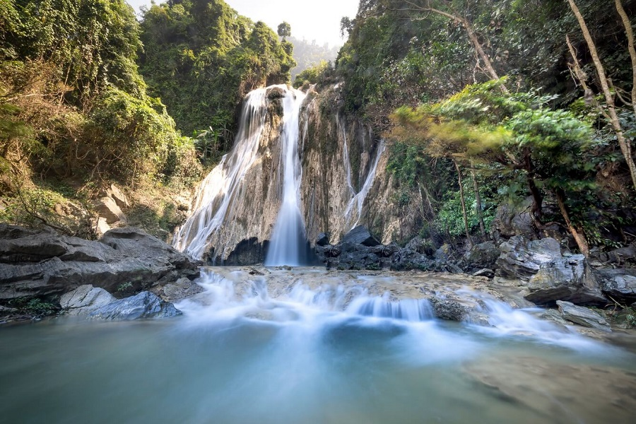 Thác Mơ nằm trong khu bảo tồn thiên nhiên Na Hang