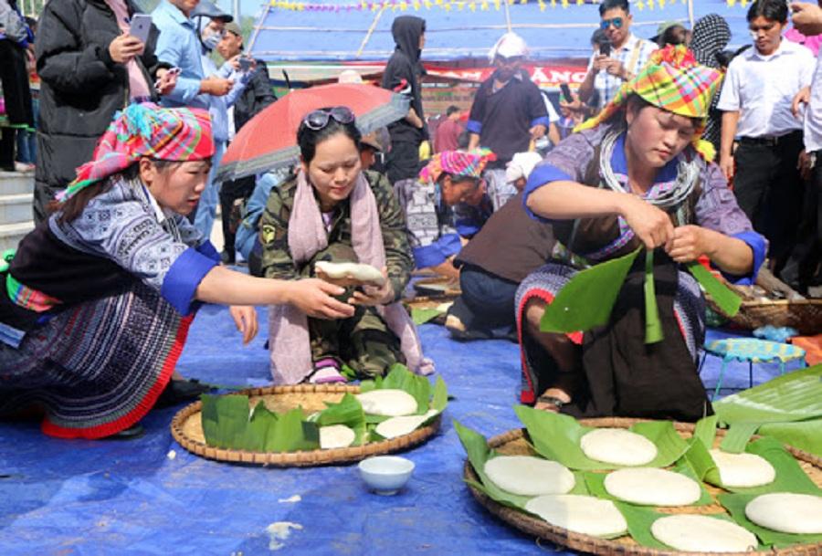 Lễ hội giã bánh dày nổi tiếng