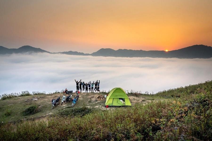 Cắm trại qua đêm tại Mù Cang Chải là trải nghiệm tuyệt vời
