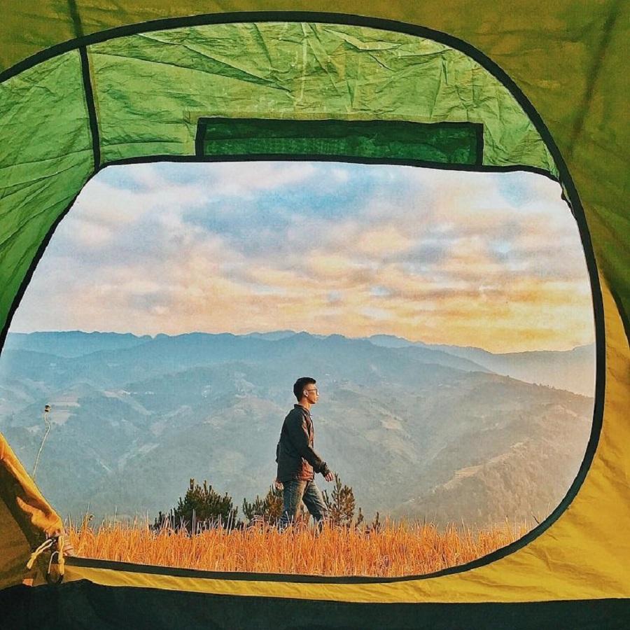 Cắm trại một đêm ngắm nhìn ruộng bận thang tron sương sớm