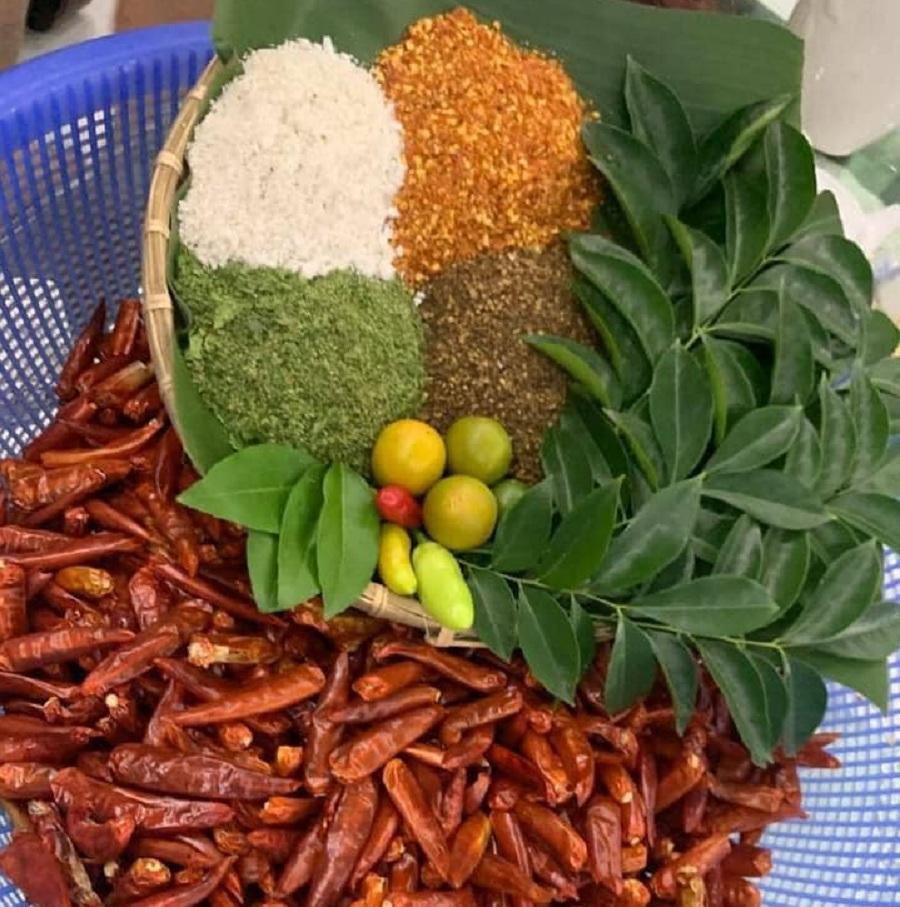 Chẩm chéo được làm từ ớt khô và hạt dẻ