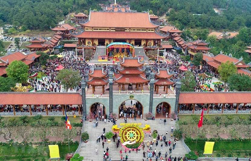 Chùa Ba Vang fkhi quan sát từ trên cao