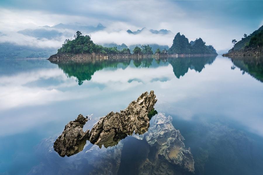 Hồ Na Hang là địa điểm nổi tiếng tại đây